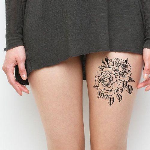 Idee tattoo cuisse deux roses contours tatouage femme - Tatouage a deux ...