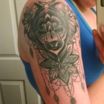 modele tatouage bras et epaule mandala