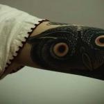 modele tatouage haut et interieur du bras hibou