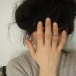 photo tattoo feminin doigt anneau