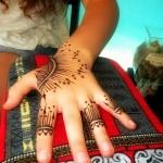 photo tattoo henné feminin doigt mandala index annulaire auriculaire