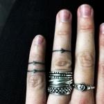 tatouage doigt 3 fleches