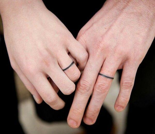 tatouage doigt femme anneaux fins facon bague de mariage