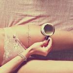 belle phrase tatouage femme bracelet tour du haut de la cuisse facon jarretiere