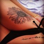 modele tatouage phrase sur le bas du ventre