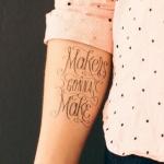 tatouage phrase fille interieur du bras
