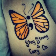 modele tatouage point virgule papillon orange et phrase