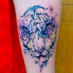 modele tatouage visage lion aquarelle bras