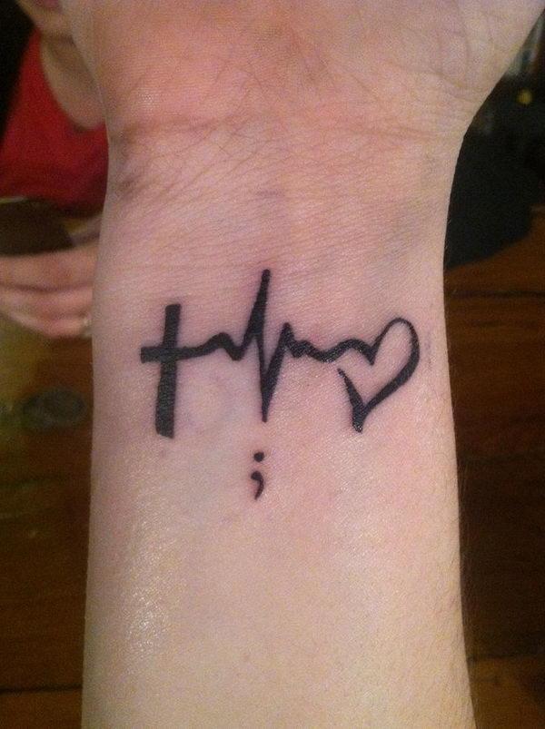 tatouage femme point virgule poignet croix avec battement de coeur