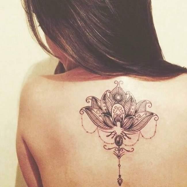 Tatouage fleur de lotus pour femme 55 motifs lotus et leur signification