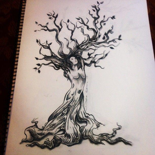 dessin tatouage symboles arbre avec femme