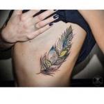tatouage plume femme top 100 des tattoos plumes f. Black Bedroom Furniture Sets. Home Design Ideas