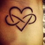 exemple tatouage infini et coeur entrelaces femme