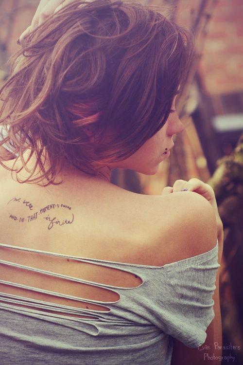 modele tatouage phrase infini haut du dos centre