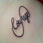 photo tattoo signe infini avec mot courage
