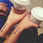 tatouage infini dans fleche femme avant bras