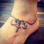photo tattoo feminin bracelet cheville coeur