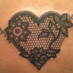 photo tattoo feminin coeur dentelle