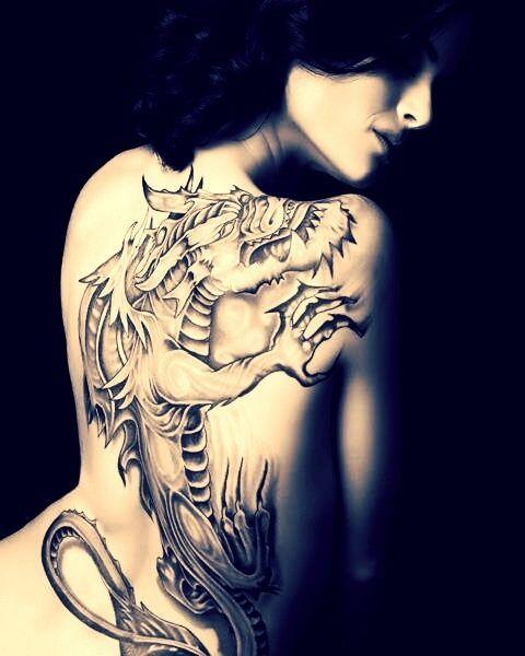 photo tattoo grand dragon feminin dos