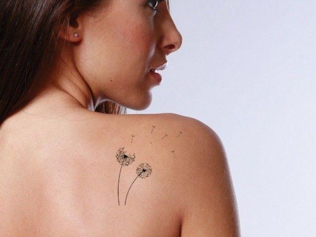 exemple tatouage fleur de pissenlit qui s envole epaule