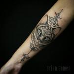 Photo tattoo tete de chat tribal sur avant bras interieur