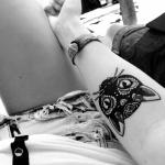 Tatouage tete de chat mandala femme interieur bras