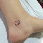 Photo tattoo feminin discret contour elephant cheville