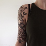 Tatouage femme demi manchette avec oiseau en contour