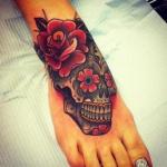 Modele tatouage calavera tres colore pied