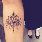 Mandala tatouage femme interieur bras