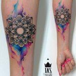 Modele tatouage aquarelle mandala interieur avant bras