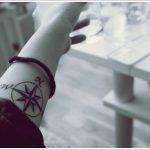 Inspiration boussole femme a tatouer sur avant bras