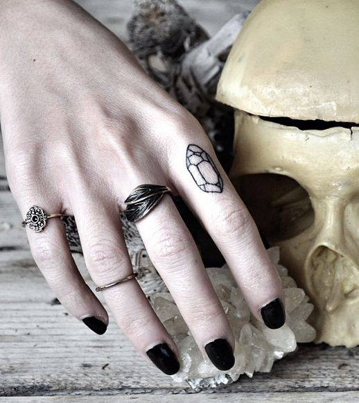 Exemple Tatouage Diamant Au Doigt Femme Tatouage Femme