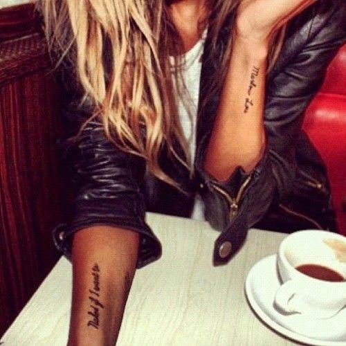 Exemple tatouage phrases sur les 2 avant bras