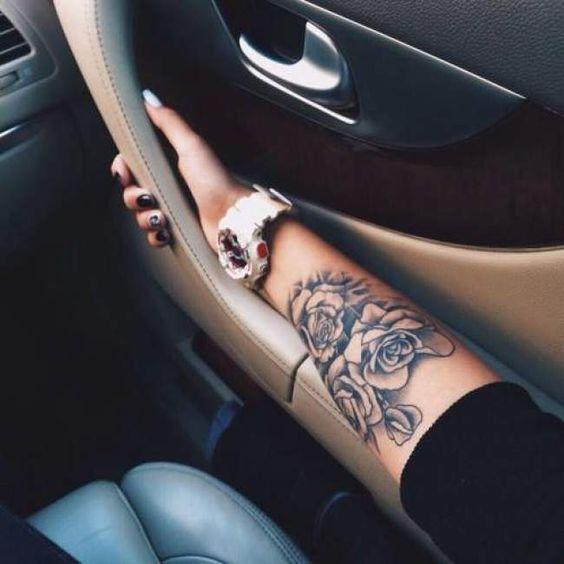 Exemple tatouage roses avant bras femme