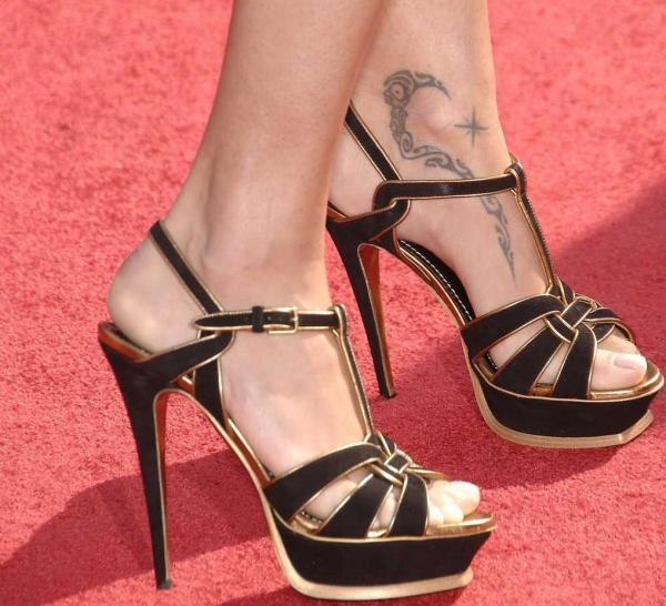 Idee Tattoo Cheville Maori Et Etoile Rose Des Vents Tatouage Femme