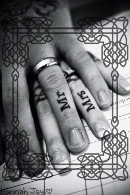idee tattoo doigt couple mr mrs
