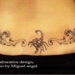 modele tatouage scorpion bas des reins avec decorations