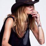 Petit tatouage femme avant bras tres discret