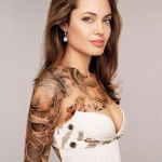 photo tattoo feminin bras angelina jolie