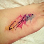 photo tattoo feminin prenom pied aquarelle