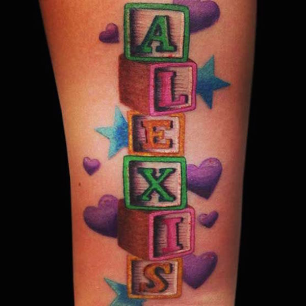 photo tattoo feminin prenom tres colore et original