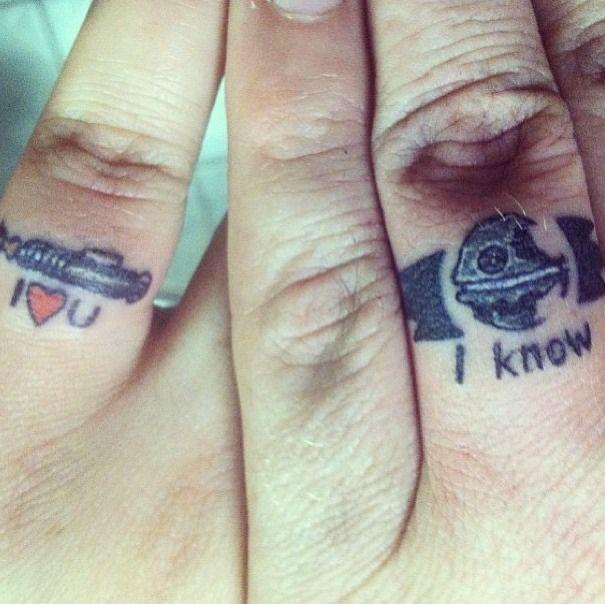 tatouage bague doigt original