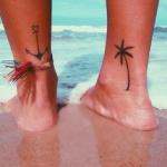 tatouage chevilles feminin palmier et ancre