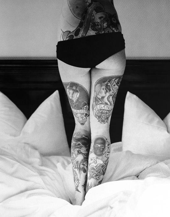tatouage cuisse féminin bien stylé