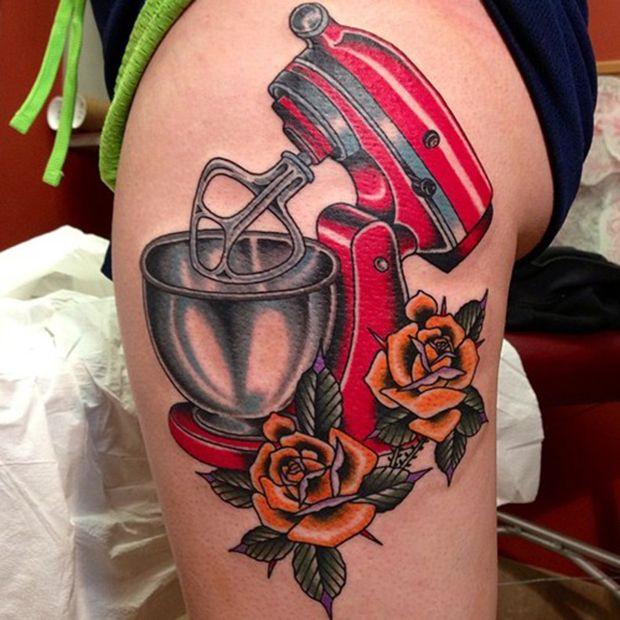 tatouage cuisse old school roses oranges