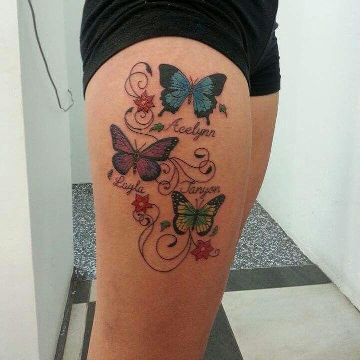 tatouage femme prenoms 3 enfants avec papillons couleur fleurs et arabesque