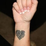 tatouage prenom fille forme de coeur