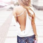 exemple tatouage phrase femme discret le long de la colonne vertebrale