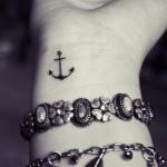 idee petit tattoo poignet discret ancre